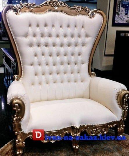белоое кресло со стразами