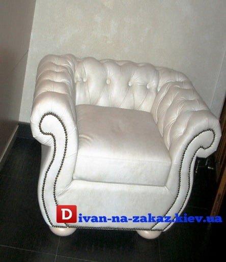 кожаное белое кресло