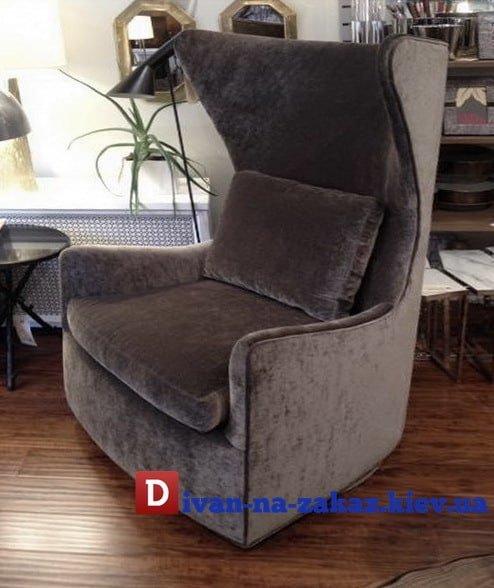 английское кресло с подушкой и высокой спинкой