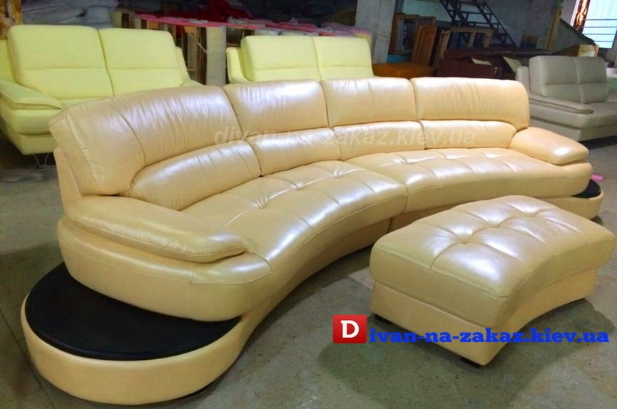 бежевый диван полукруглый и пуфикм