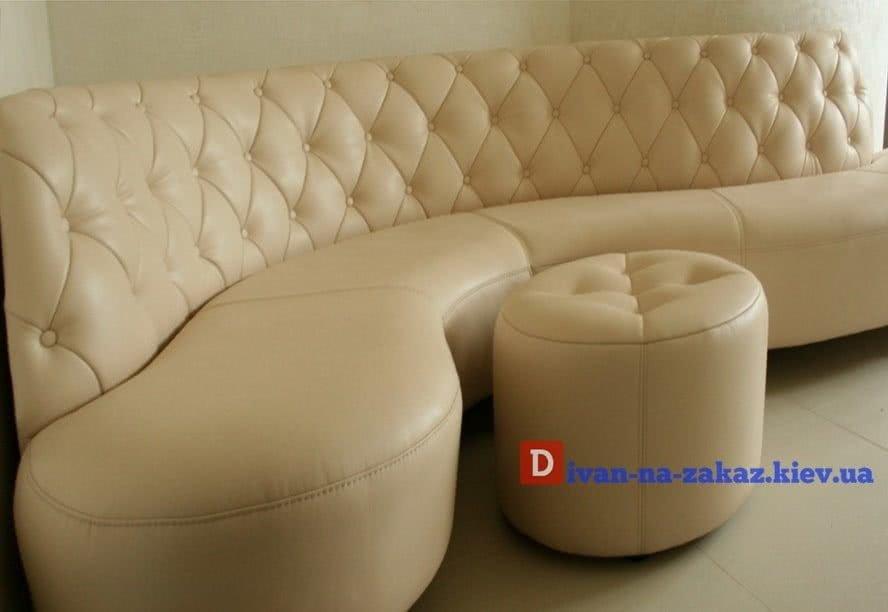 круглый диван с пуфом