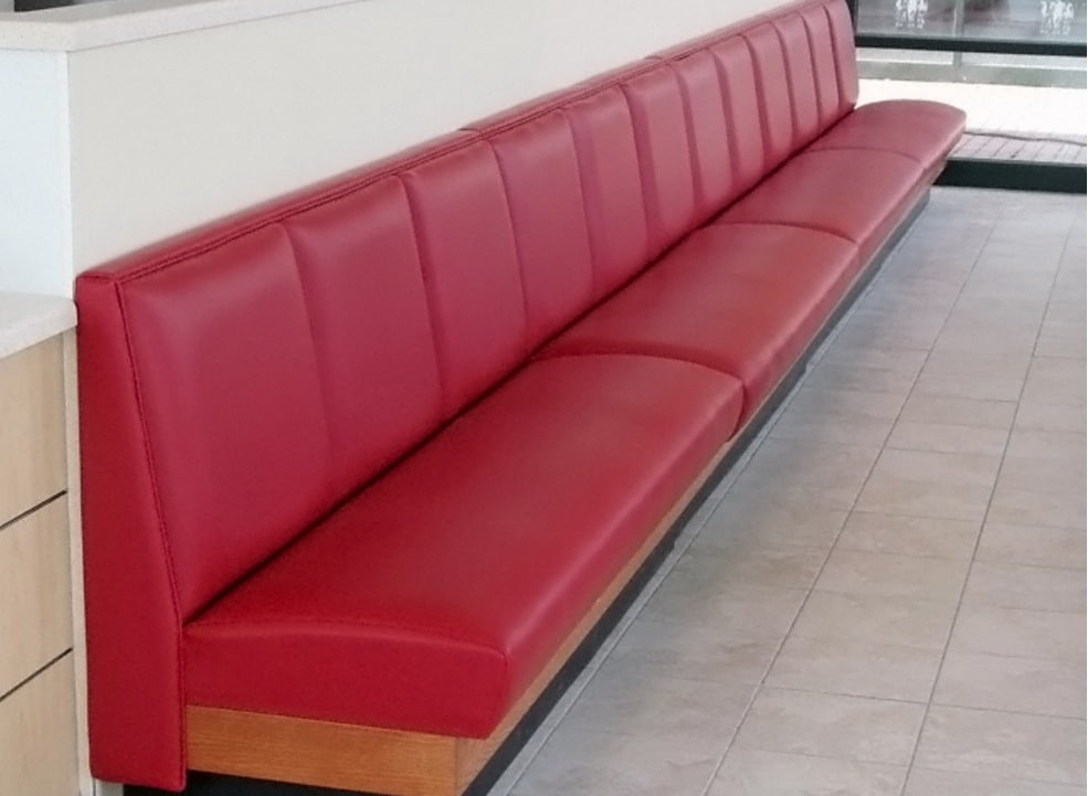 красные офисные диваны