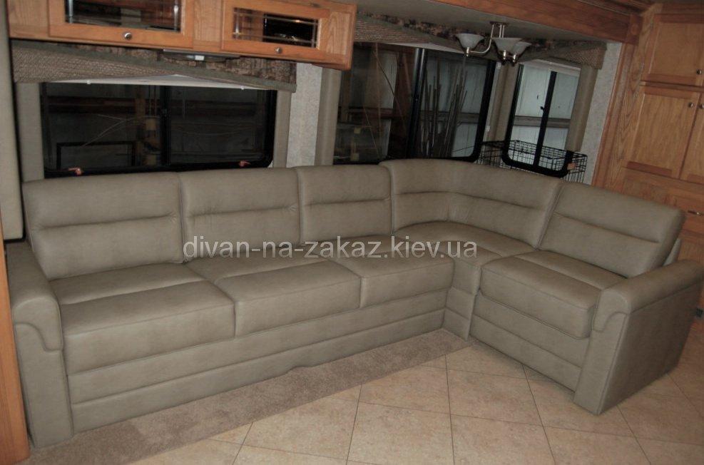 Угловой диван для автотрейлера