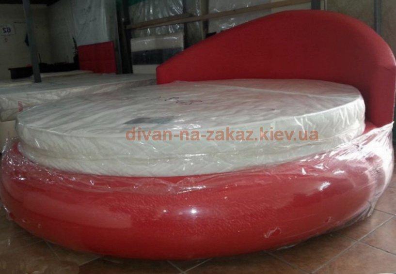 красная радиусная кровать под заказ