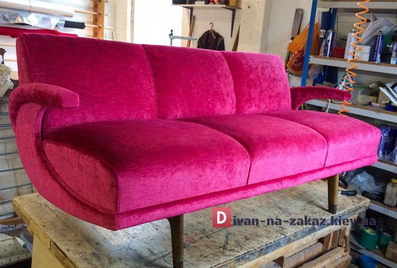 бордовая банкека-диван