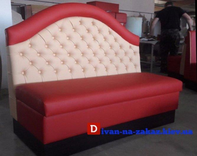 красная эксклюзивная мягкая мебель для ресторана