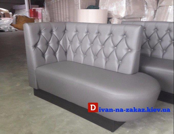 радиусный диван честер в ресторан
