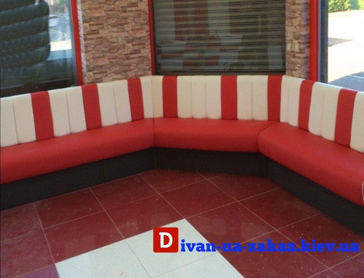 полукруглый диван в клуб
