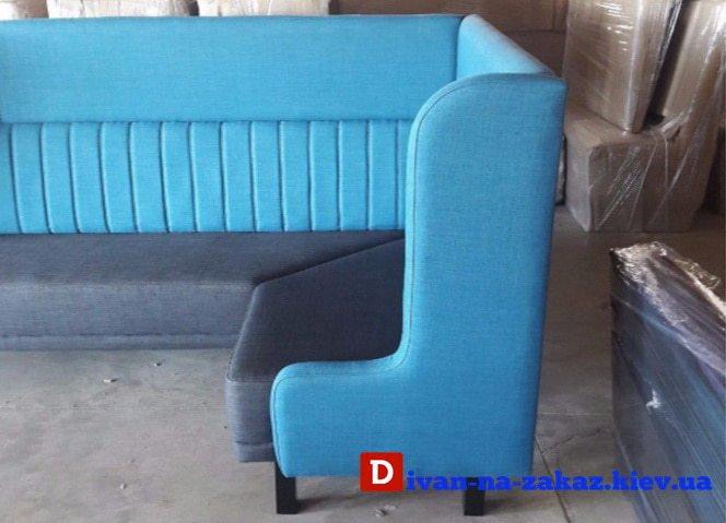 голубой диван в ресторан с высокой спинкой