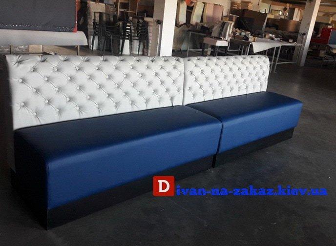 бело-синий иван в кафе