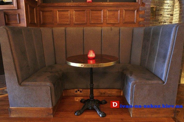круглый диван в ресторан с высокой спинкой