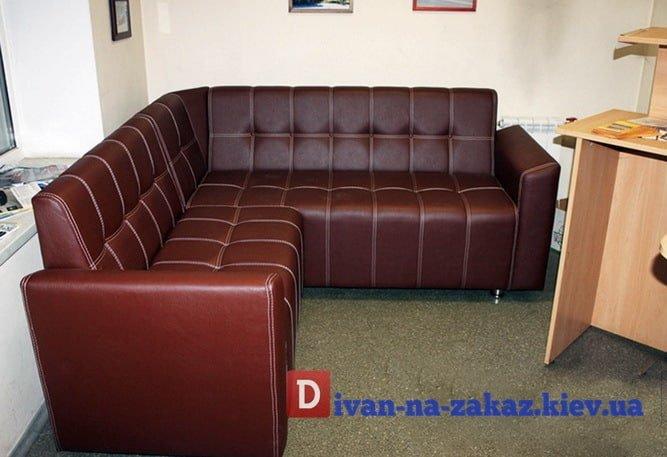 красный офисный диван