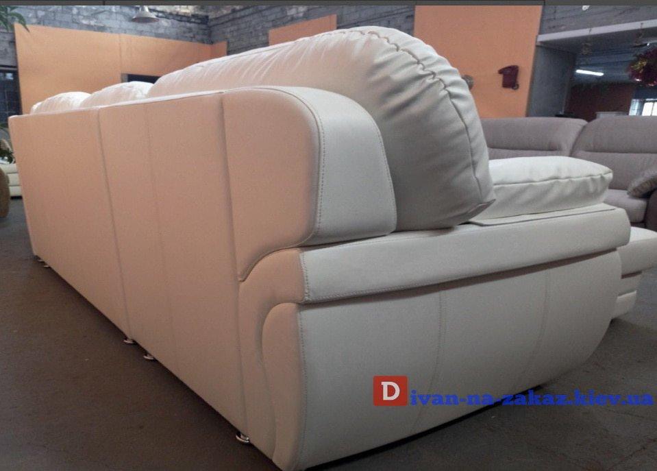 белый кожаный диван