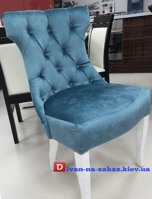 Раскошены стулья с каретной стяжкой