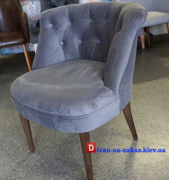 синий стул с каретной стяжкой