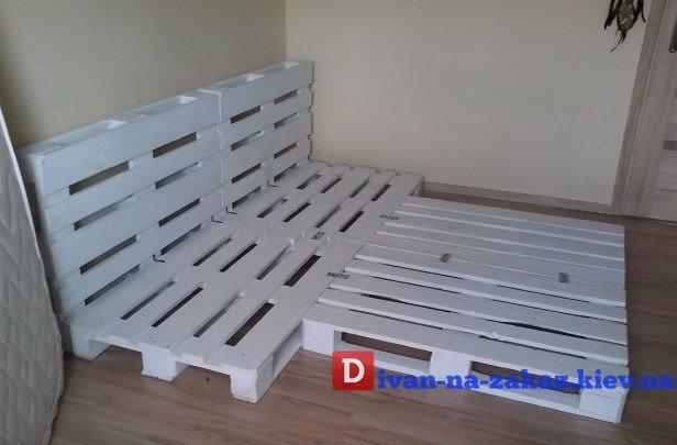 как делается диван из поддонов на заказ в Киеве