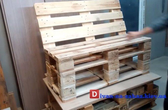 скамейка из паллет поддонов